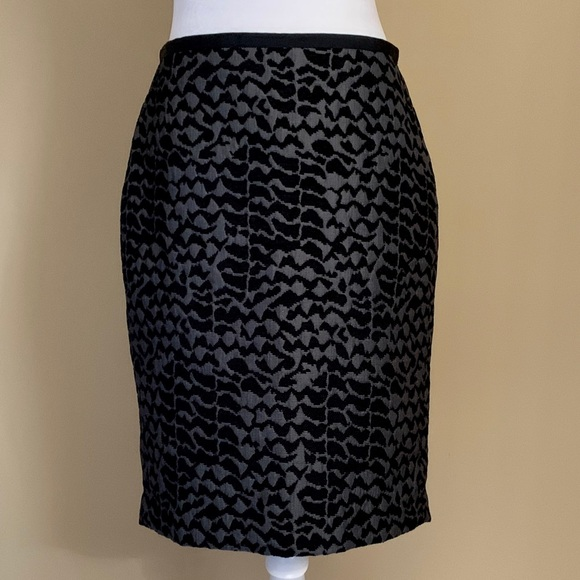 LOFT Dresses & Skirts - Ann Taylor LOFT Gray/Blk print pencil skirt, Sz  4